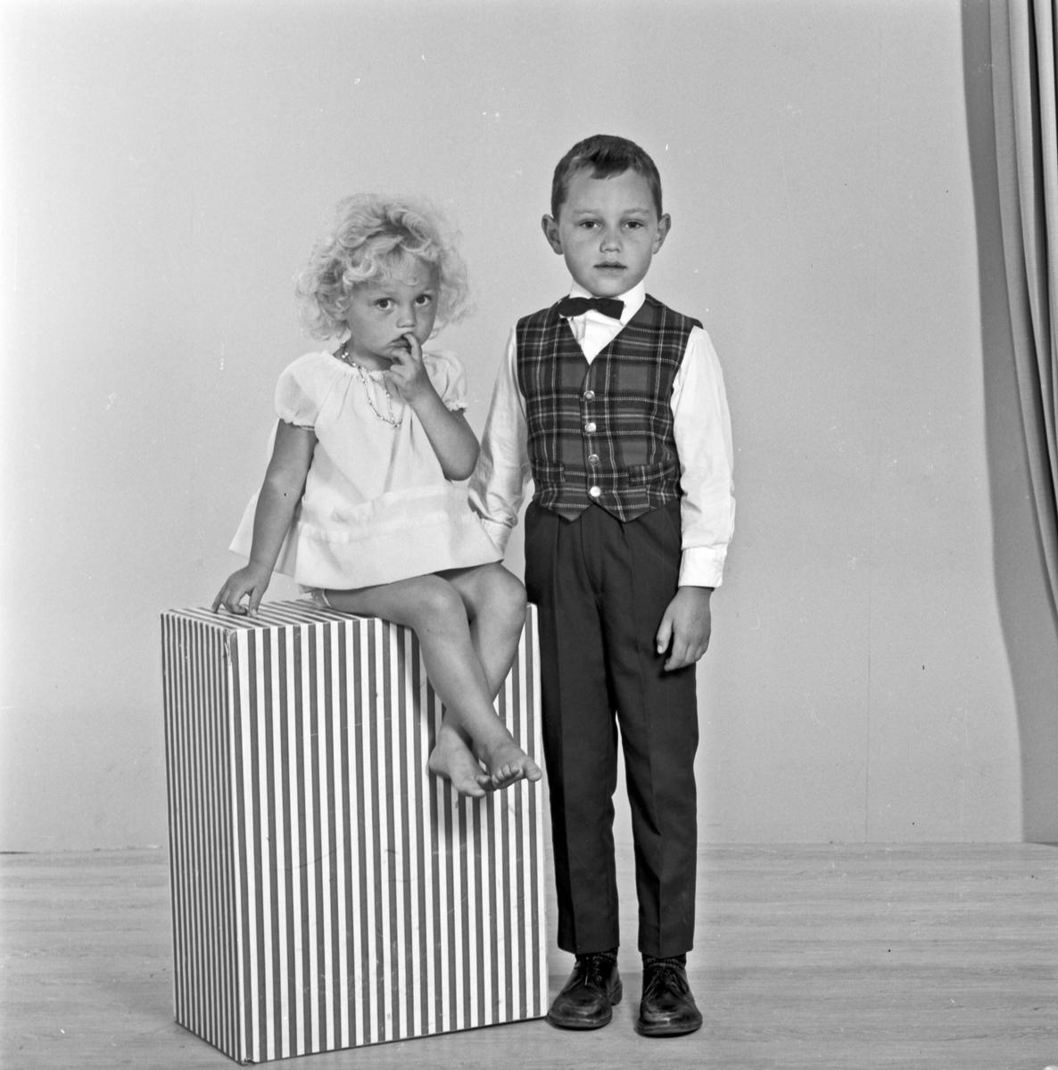 Portrett liten jente og gutt - bestiller Judit Kristiansen
