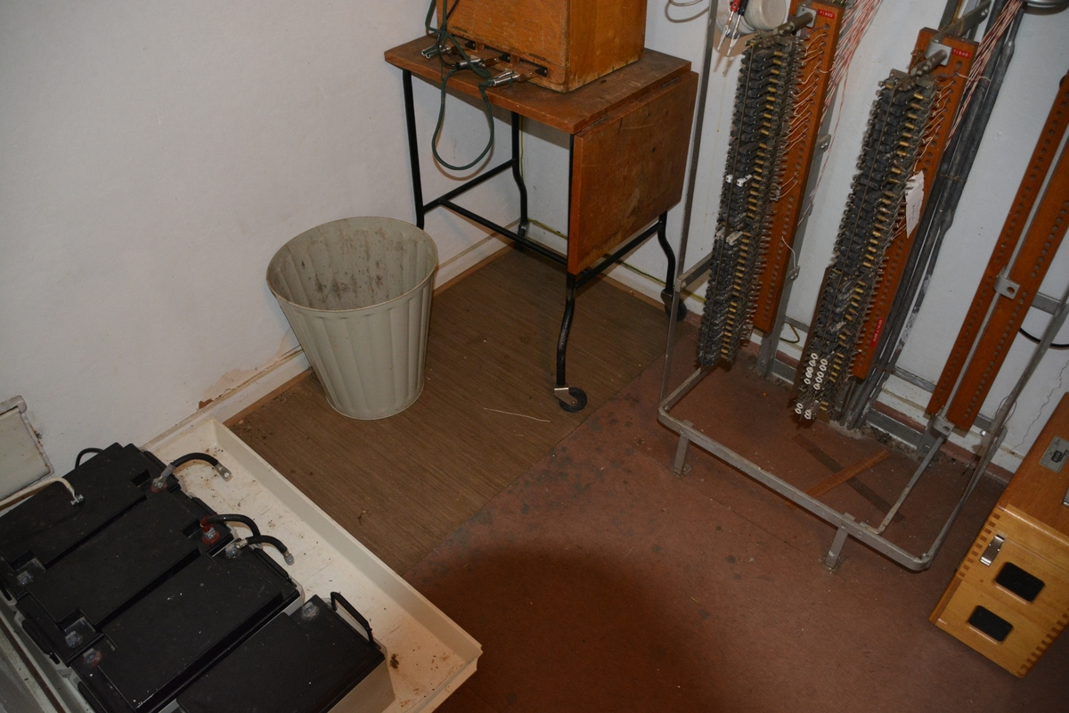 Råstad automatsentral ble bygget i 1942, og har stående bordkledning og metalltekket pyramidetak. Den tilhører førstegenerasjons automatsentraltype fra 1930 - og 40- årene. Den opprinnelige 7Dd-sentralen, som ble satt i drift 10. oktober 1942 for 70 nummer, er fremdeles på plass (2016).