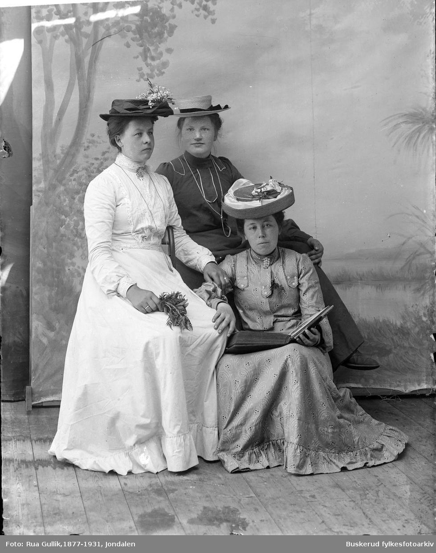 Tre kvinner  Janna Leira, , Ingeborg Haugen, Maren Viseth
