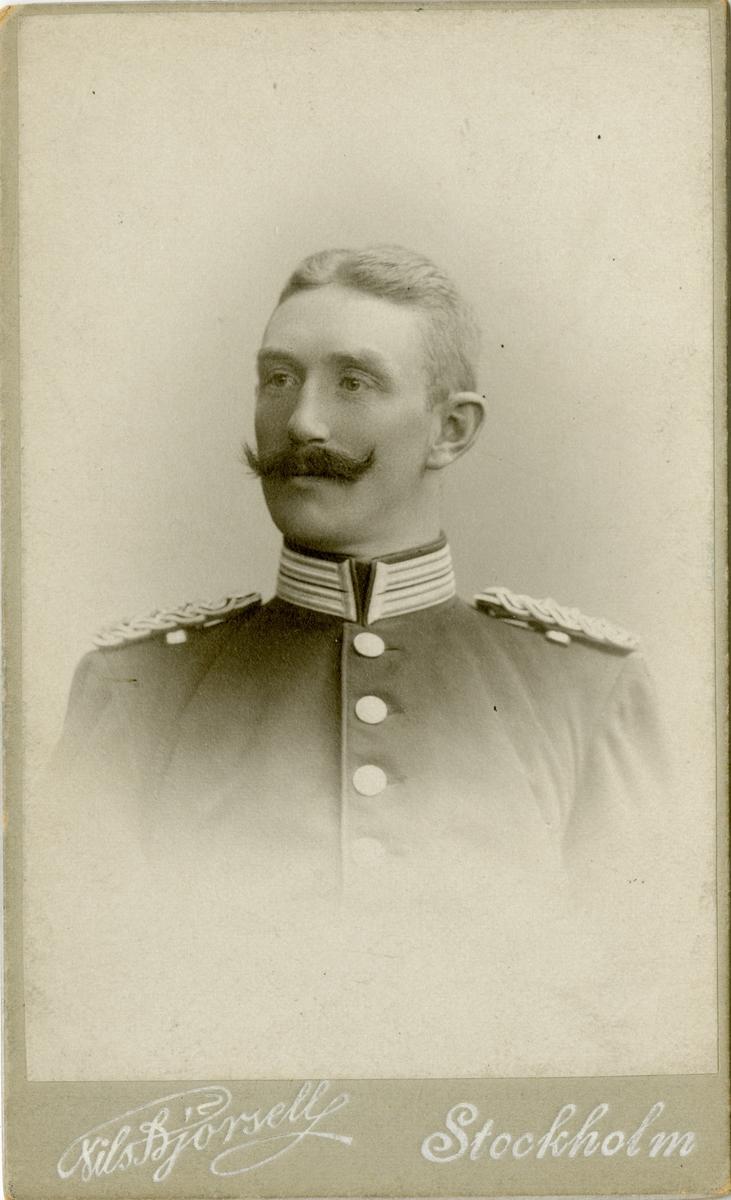 Porträtt av Adolf Otto Lagerberg, löjtnant vid Göta livgarde I 2. Se även AMA.0007882 och AMA.0007993.