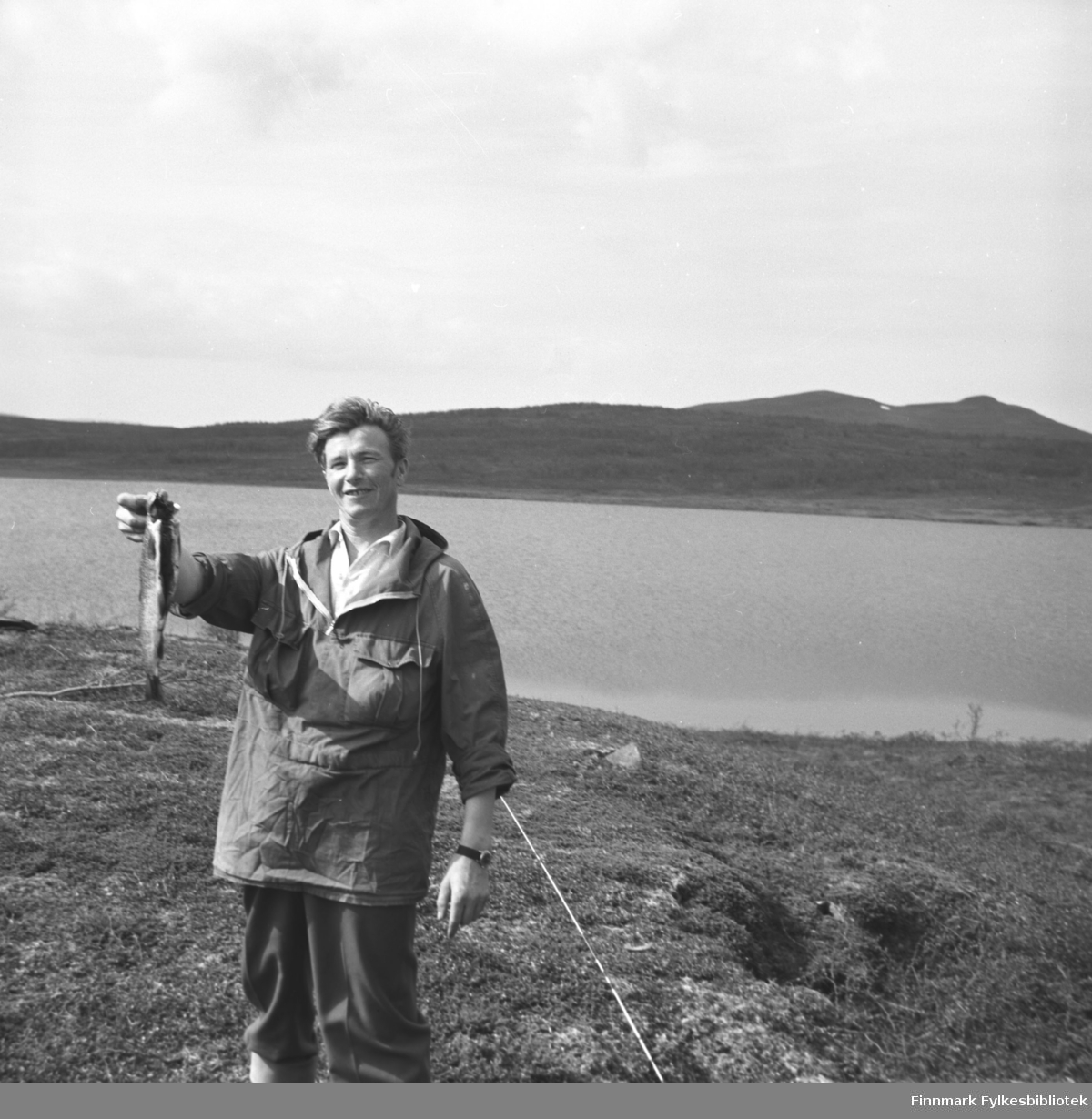 Eino Drannem på fisketur. Sted ukjent, men det kan være på Kvaløya rundt Hammerfest