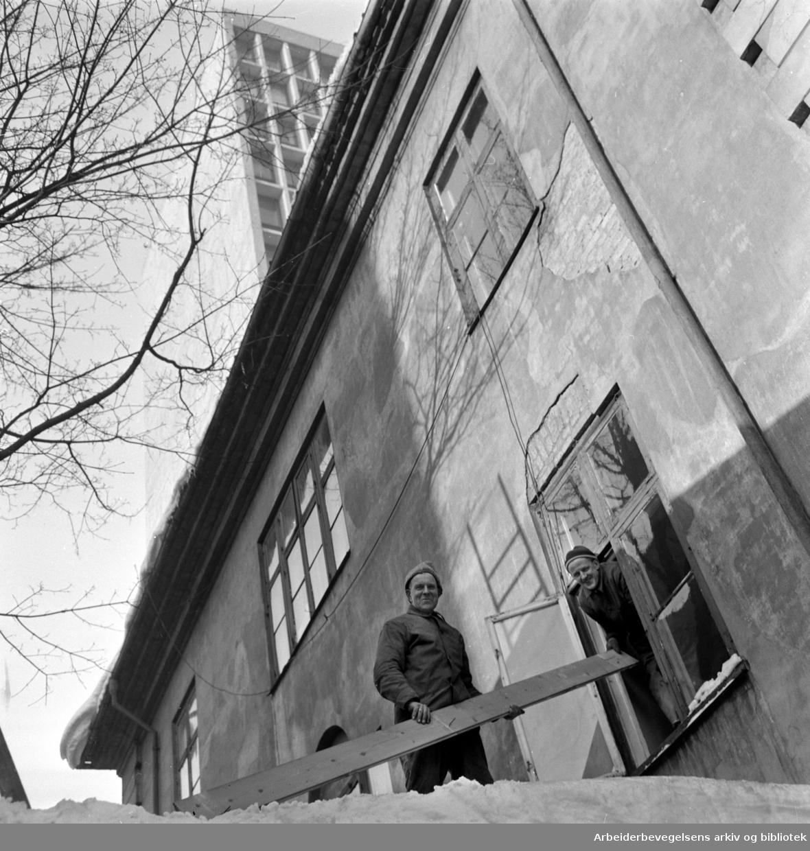 Empirekvartalet (Akersgt. 44).Justisdepartementets gamle bygning rives..Februar 1959