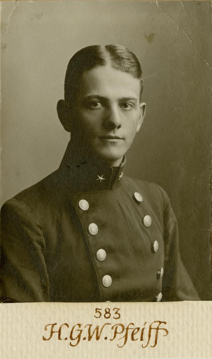 Porträtt av Gustaf Harald Valdemar Pfeiff, underlöjtnant vid Göta livgarde I 2.