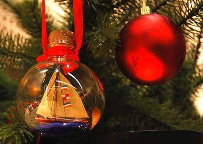 Maritimt pyntet juletre på Oslofjordmuseet