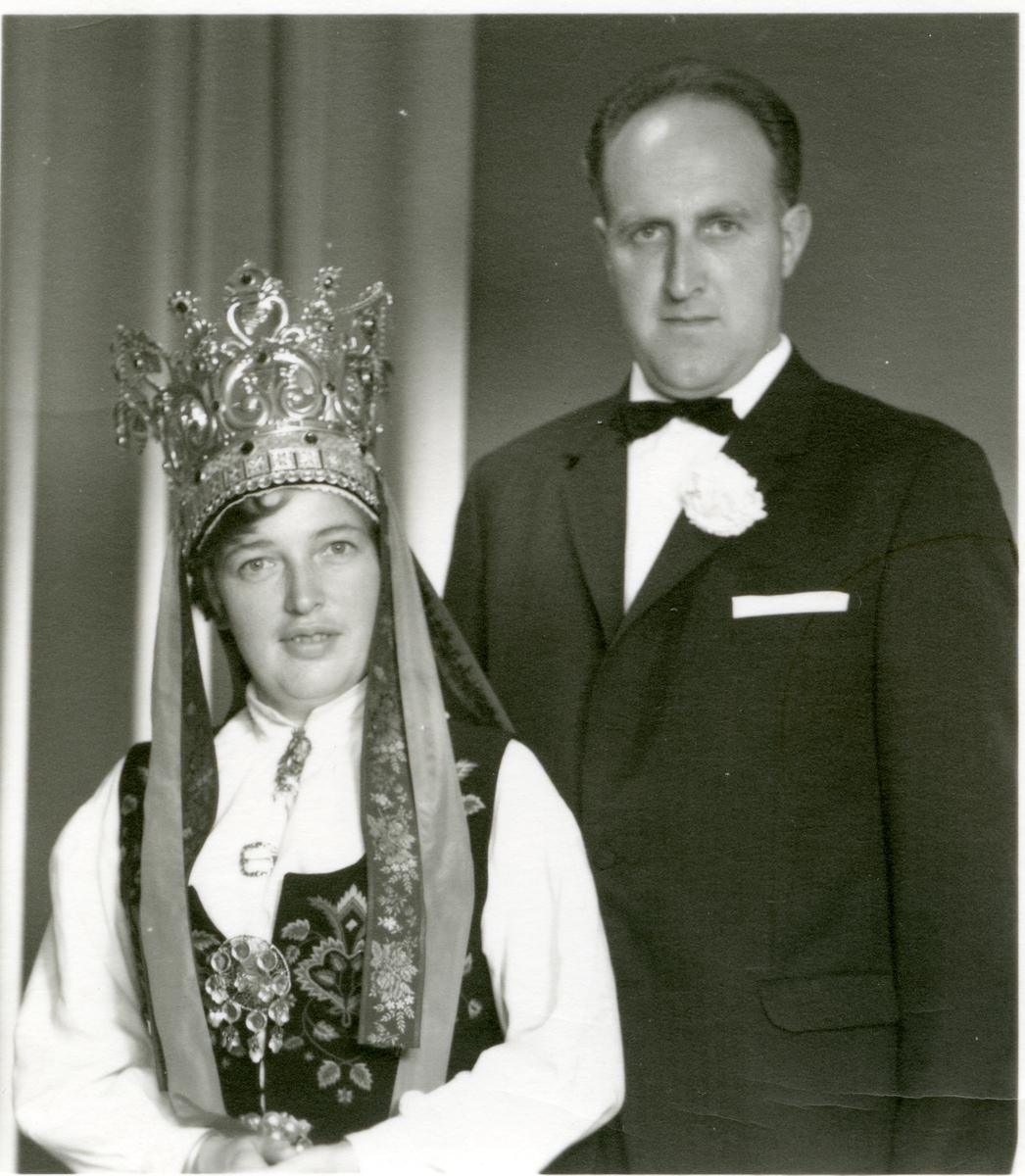 Bryllupsfoto av Arne og Torbjørg Kleven.