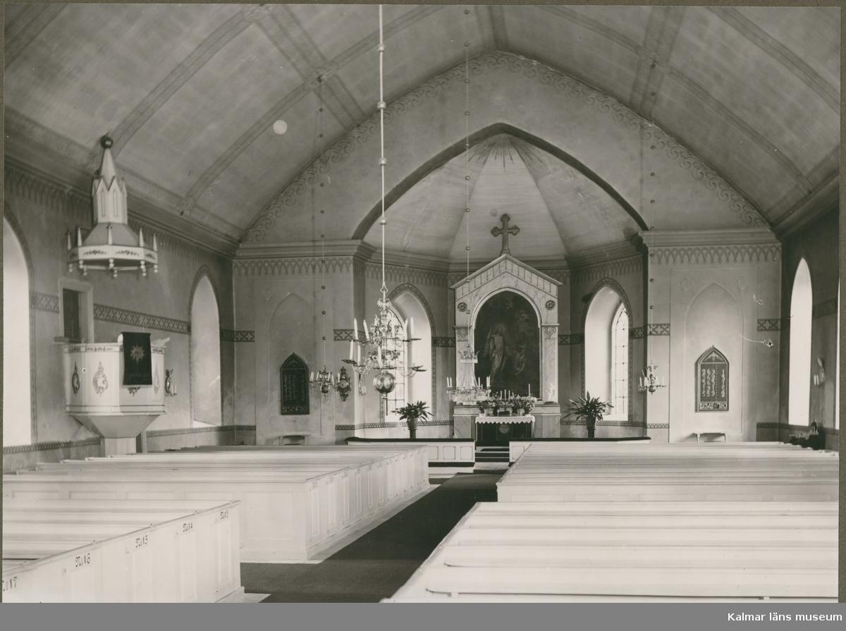 Förlösa Kyrka.  Gustaviansk interiör. Kyrkan uppfördes under åren 1855-1859 Predikstol altartavla kor och sarkofag