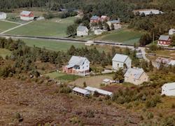 Flyfoto fra Skogstua på Tingvoll. Bildet er datert 30. juli