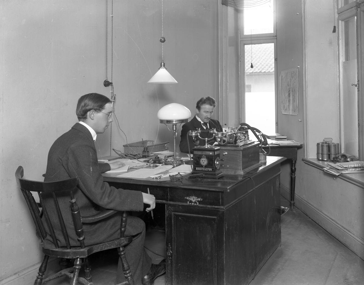 Bildserie från Värmlands Läns Tidning tagen den 20 september 1922. Tryckeri och redaktion låg på Västra Torggatan 18.
