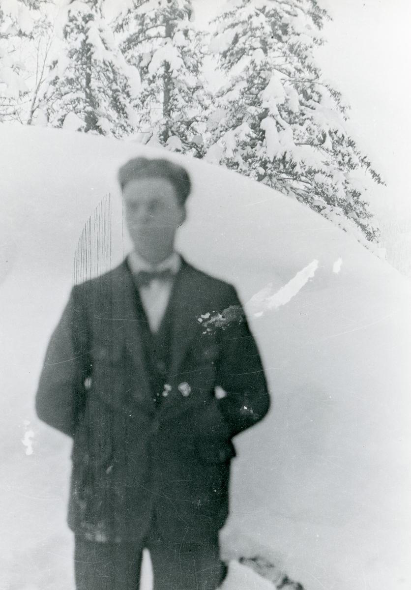 Ungdomsportrett av Einar Olsen Lien.