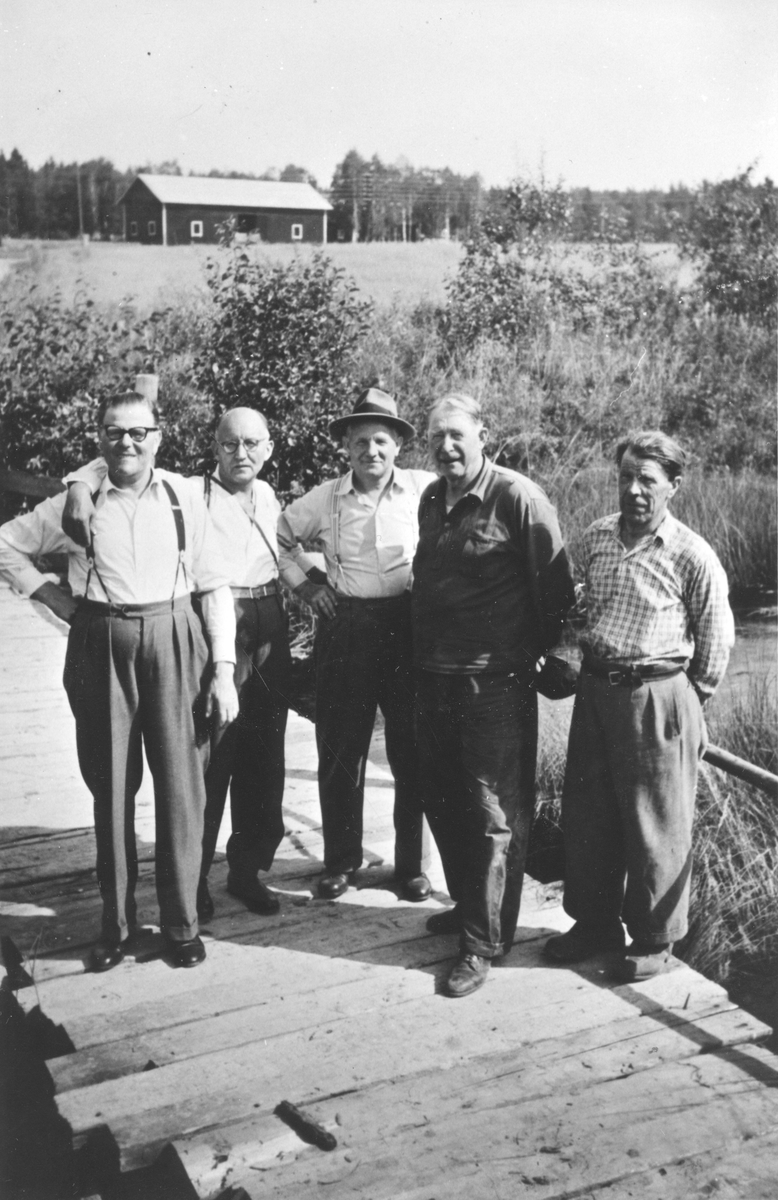 Gamla Hybo-bor träffas okr. 1955. Fr.v. 1 ?, 2 Georg Jansson, 3 Albert Jonsson, 4 Kalle Ljungström, 5 Kalle Fredin.