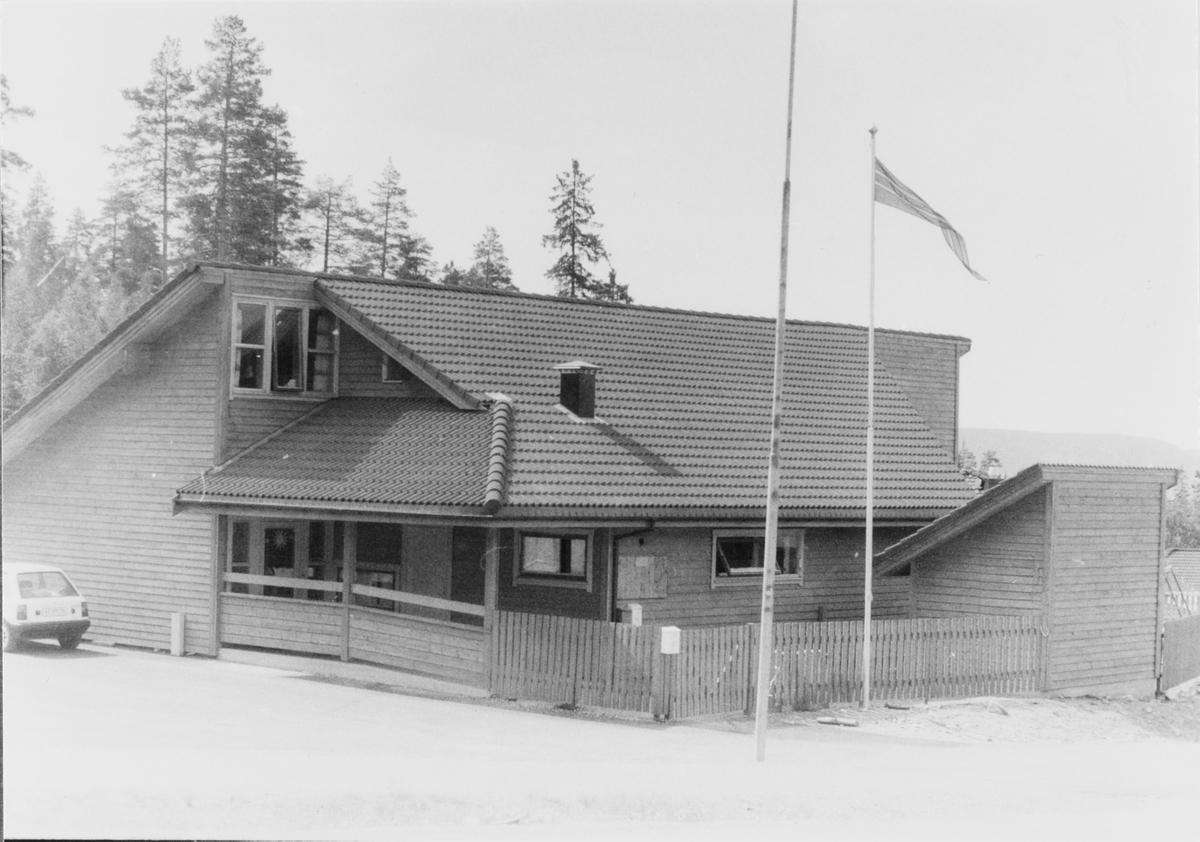 Grendehuset i Holum skog, der Solstua barnehage også etablerte seg.