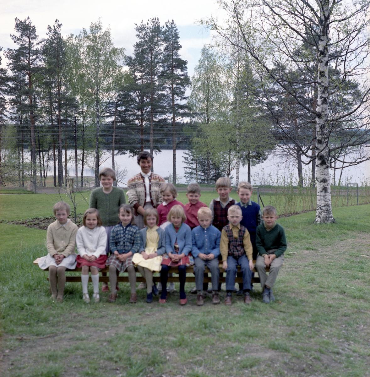Fiskevik skola, Ottebol med lärare Nilsson den 15 maj 1961.