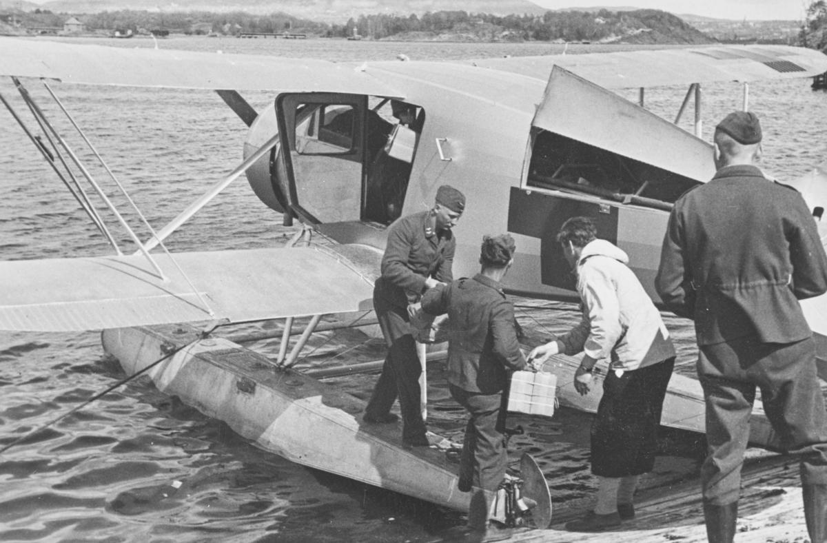 Flyver Hans Grøn Lund ved ambulanseflyets avgang til Nord-Norge.