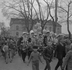 Studenterna tredje dagen, 1959. Studenterna m.fl. tågar utm