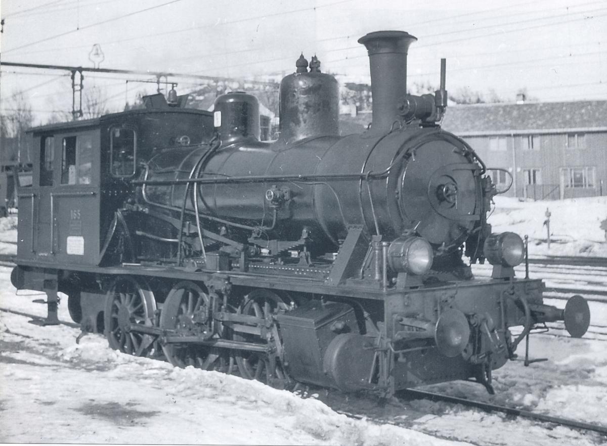 Damplokomotiv 23a 165 i skiftetjeneste på Narvik stasjon.
