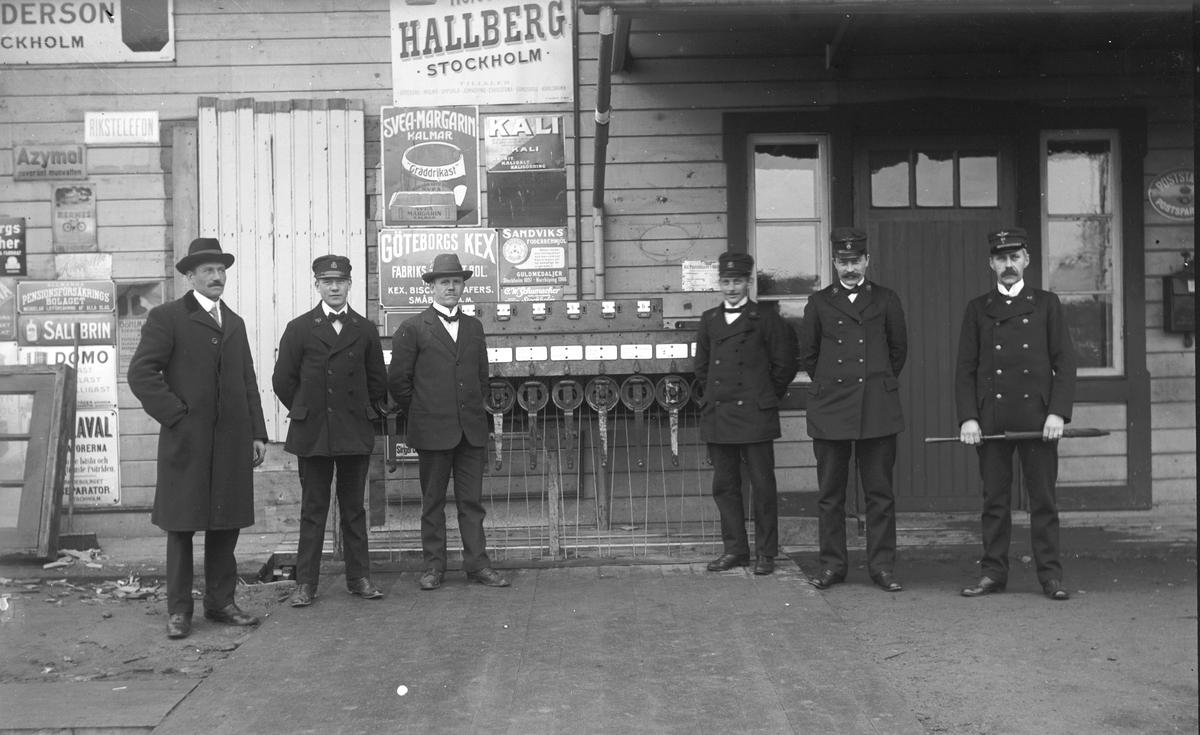 Stationsmästare Karl Stålberg, Wästra Hästbo längst till höger