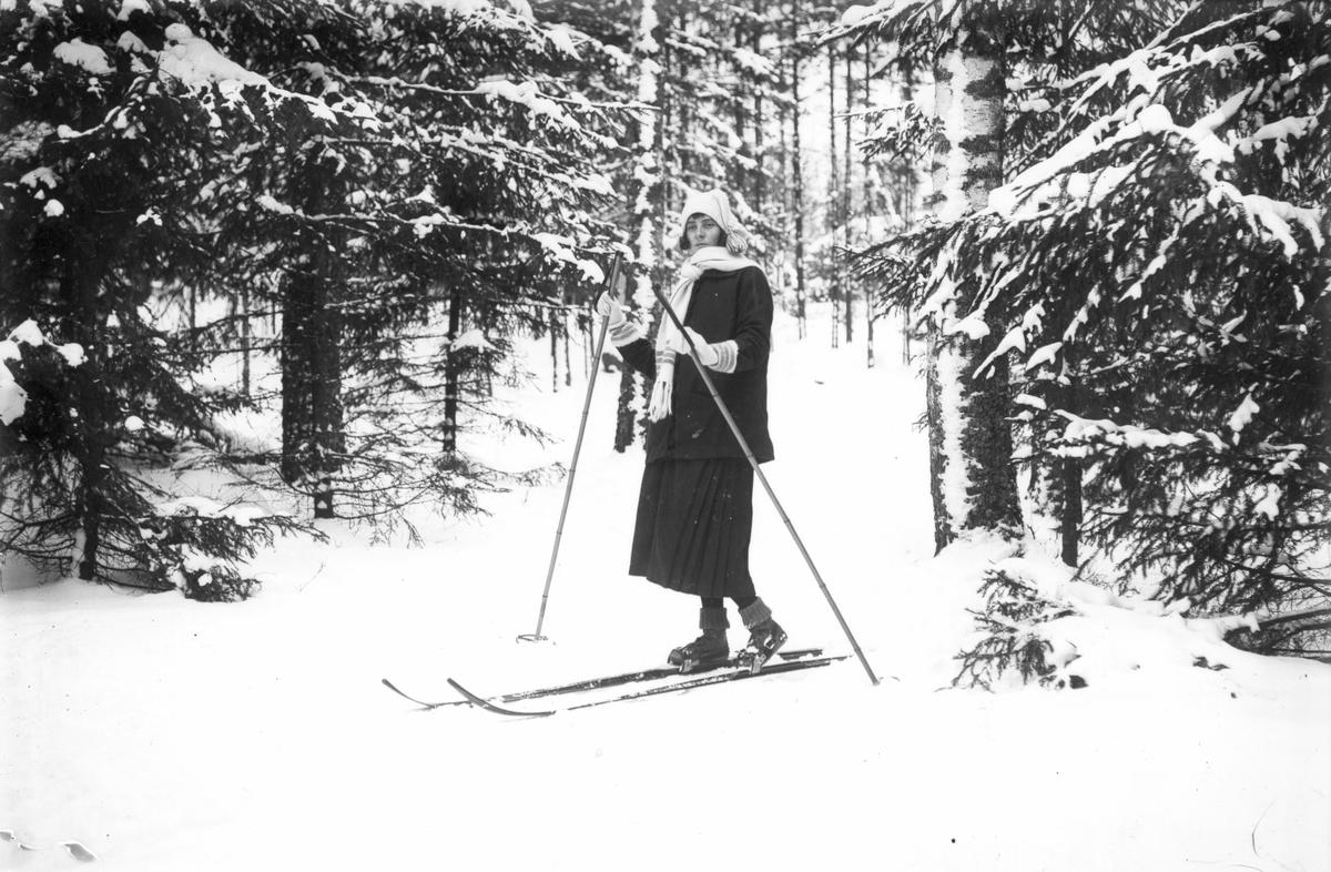 Emil Nilssons fästmö Anna Andersson.