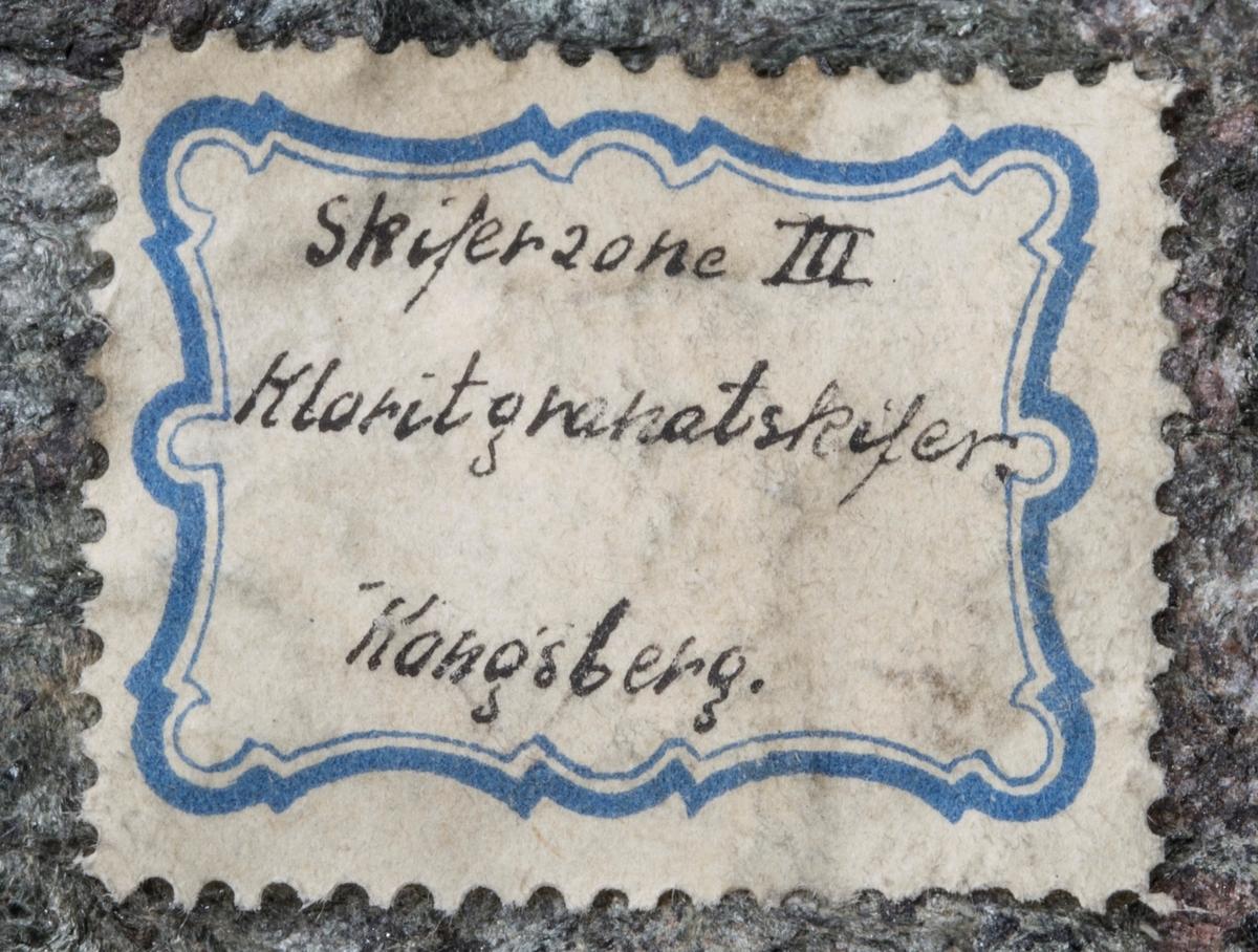 Etikett på prøve: Skiferzone III Kloritgranatskifer Kongsberg (uten navn, men sannsynlig Chr. Münster)