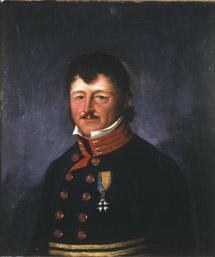 Portrett av Peter B. Prydz. Mørk uniform, orden festet til brystet.