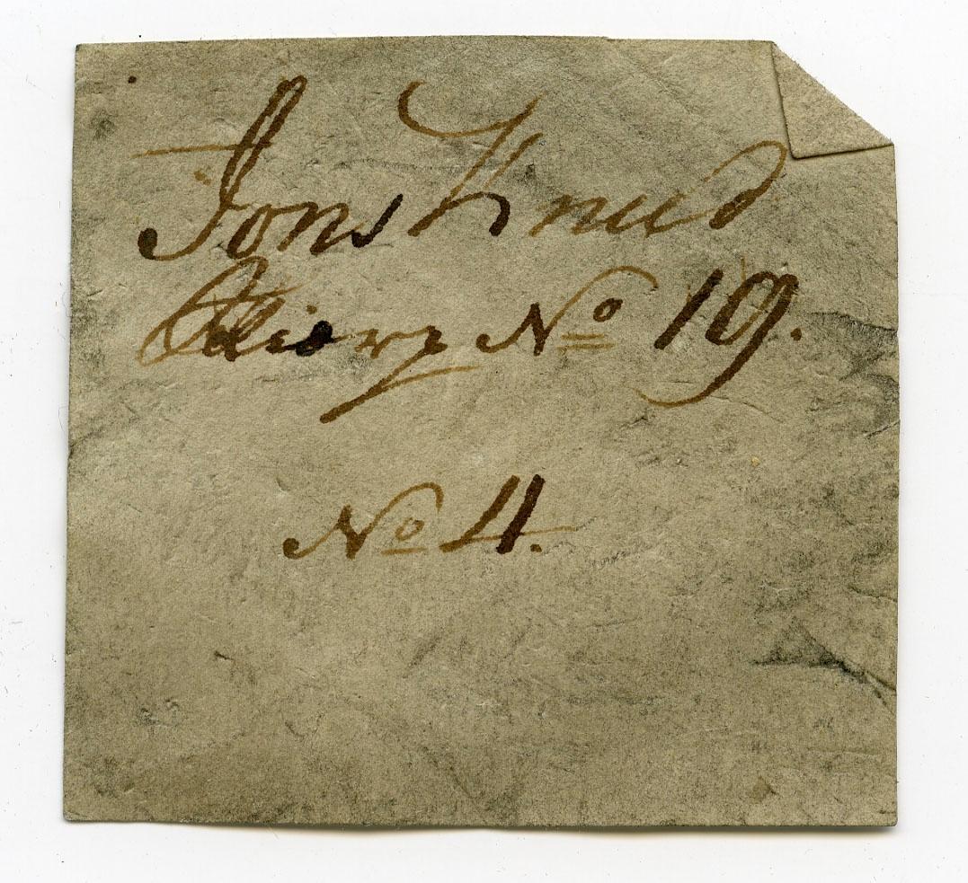 To etiketter i eske  Etikett 1 (svært gammel): Jons Knud Skjærp No. 19 No. 4   Etikett 2: Jonsknuden, Kongsberg.