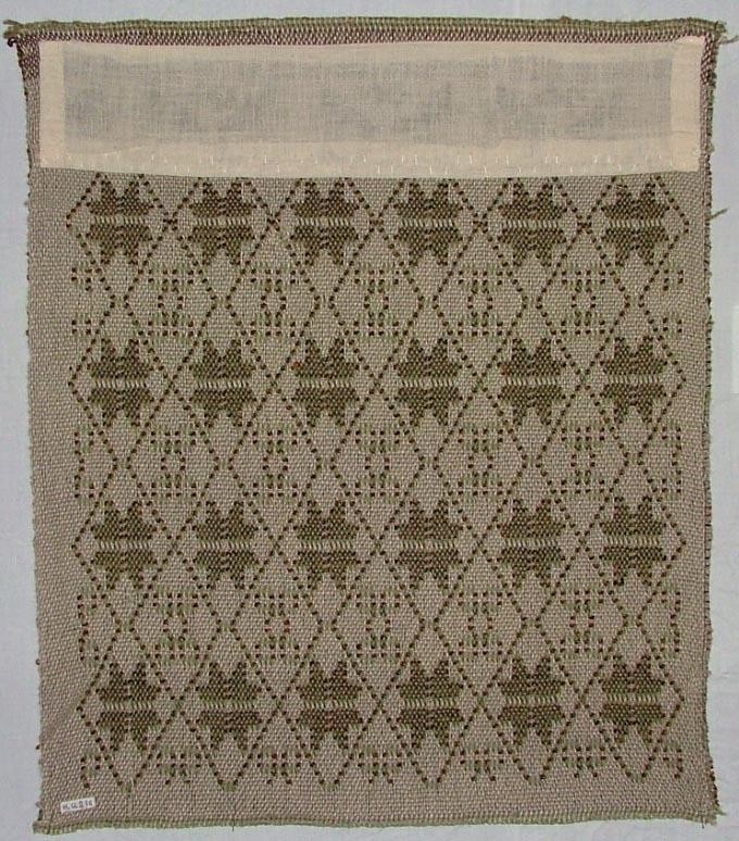 Tidigare katalogisering enl uppgift av Elisabeth Thorman: Dyna, 52 x 50, kopia. Varp oblekt lingarn och grönt ullgarn, mot grön botten, vit mönstring med oblekt lininslag. Väften i grönt samt brunt och svart hoptvinnat ullgarn. Jämtland.  Fotograferad  Utställd på Nordiska museet 1957-1958