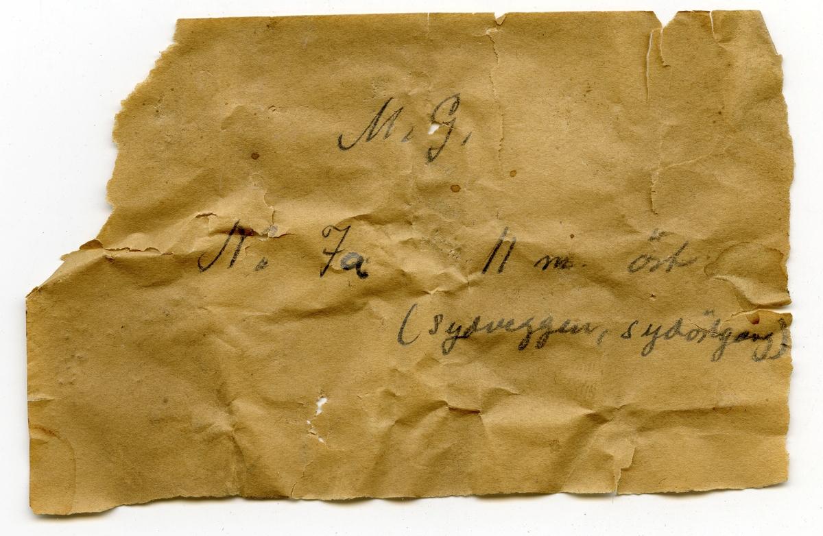 Fire prøver Lapp i eske: M.G. No 7a 11 m. øst. (sydveggen, sydortgang)