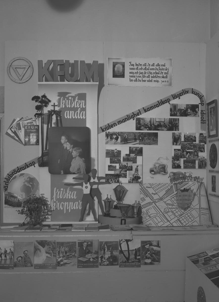 """Ungdomsutställningen """"Ungdomen Vill och Kan"""". K.F.U.M. 4 Oktober 1941."""