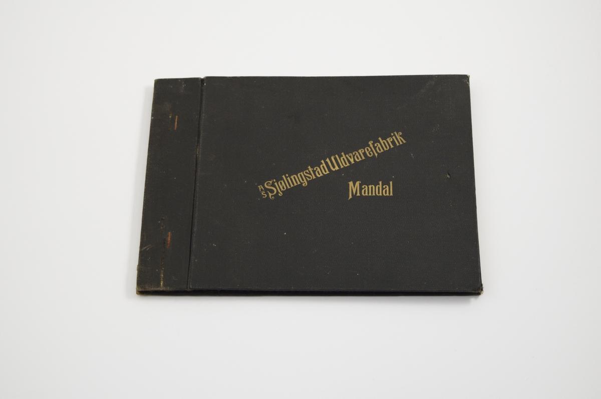 Prøvebok med 5 prøver. Relativt tynne stoff med diskret mønster. Vevemønsteret er likt for de tre første stoffene og de to siste. fargen varierer gjennom hele boken. Stoffene ligger brettet dobbelt i boken. Stoffene er merket med en rund papirlapp, festet til stoffet med metallstifter, hvor navn og nummer er påført for hånd.   Stoff nr.: Kart1/F2, Kart1/F3, Kart1/F4, Kart4/F5, Kart4/F6.