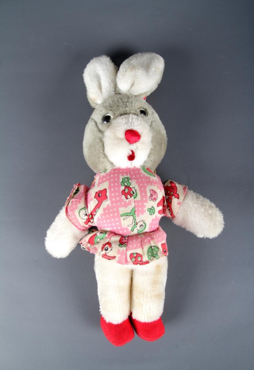 Vattfyll, kanin med fast kjole og spiss hatt.