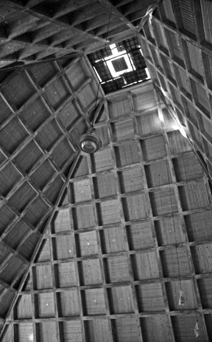 Rossabø Kirke. Eksteriør- og interiørbilder av den nye rossabø kirken.