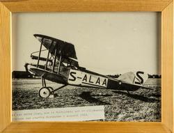 Civilregistrerat flygplan FVM S 18 S-ALAA står på ett flygfä