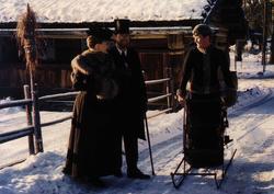 Arrangement på Norsk Folkemuseum. Ansatte i kostymer i forb
