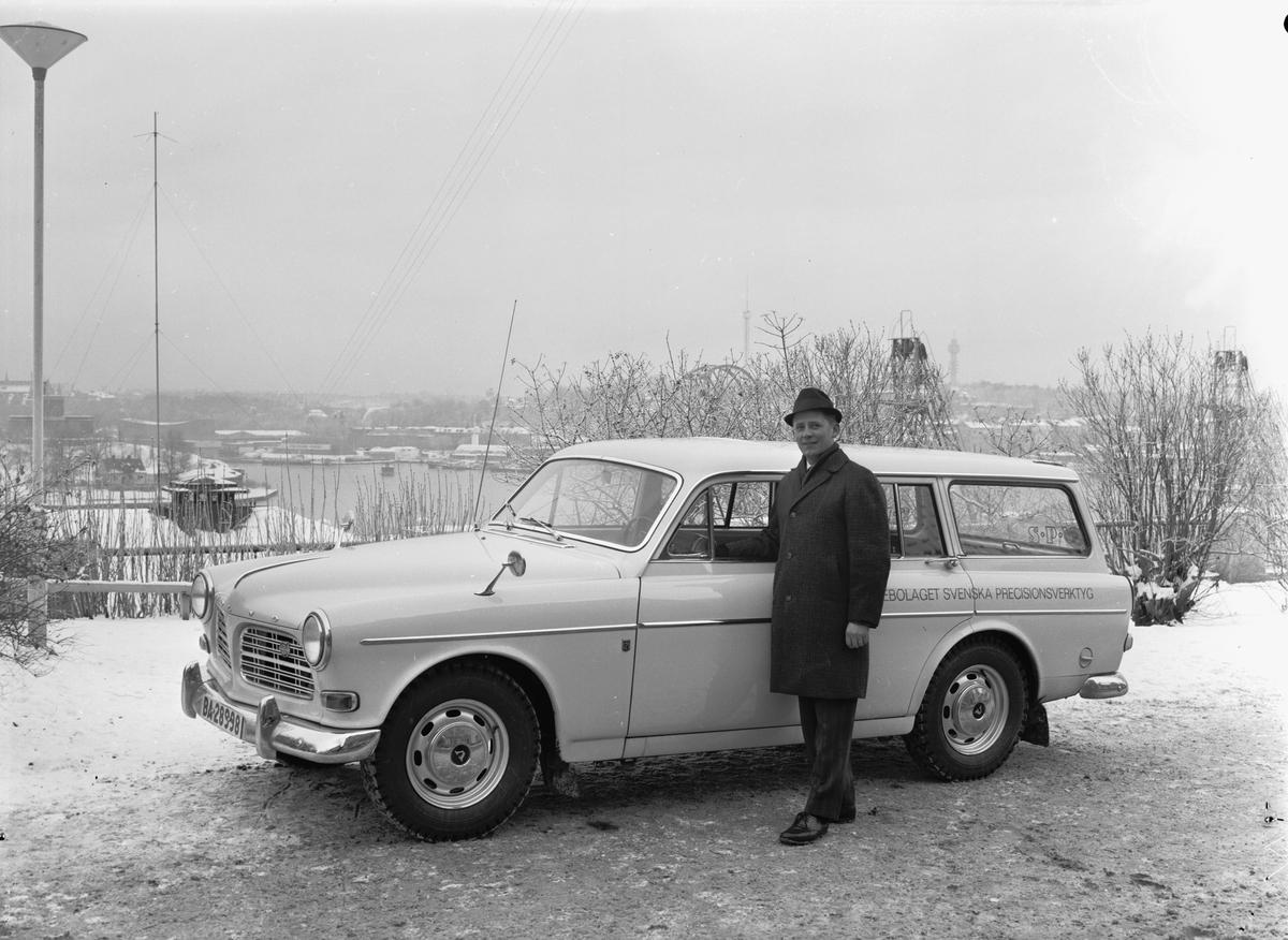 Försäljningsavdelningens nya Volvo. >>