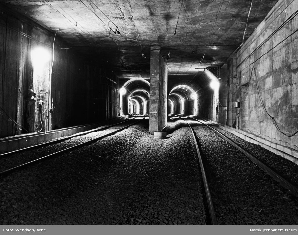 Oslotunnelen : Ferdig sporlagt tunnel km 1,072, avgrening enkeltspor mot Nationaltheatret