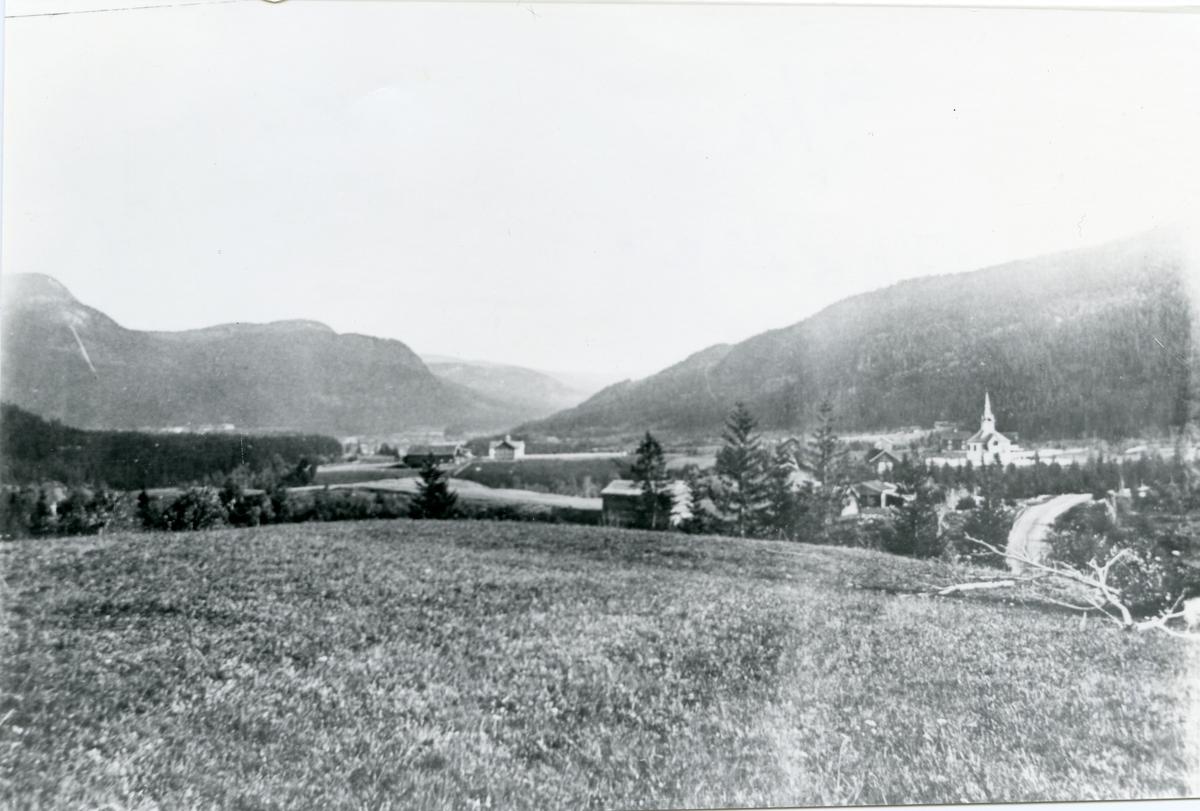 Tollefsrud krets i Begnadalen, Sør-Aurdal. Begnadalen kirke til høyre.