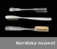 Tandborstar i silver, fotograferade för boken Socker och söta saker.