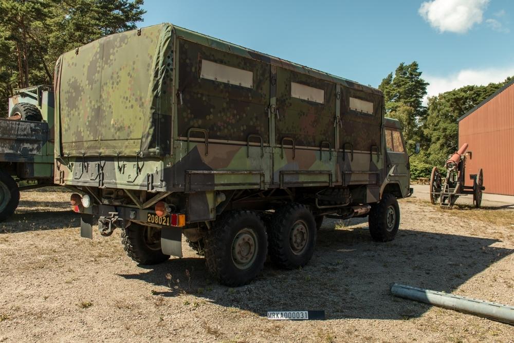 Data: Motor: Volvo B 30A Antal cyl: 6 st Effekt: 92 hk vid 2 750 varv/min Bränsle: Bensin Tankvolym: 84 liter Förbrukning: 1,5 - 3,5 liter/mil Vikter: Tjänstevikt:  3 990 kg Maxlast: 2 310 kg Totalvikt: 5 700 kg Bomsar: Vacum/hydrauliska.  Kraftöverföring:  Drivaxlar:  3 st Växlar framåt: 5 st Växlar bakåt: 1 st Fördelningsväxel: Hög/lågväxel