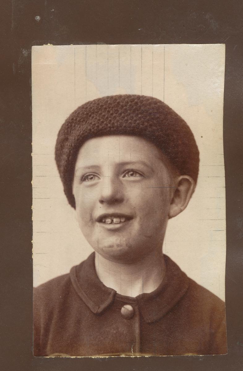 Portrett av ung gutt.