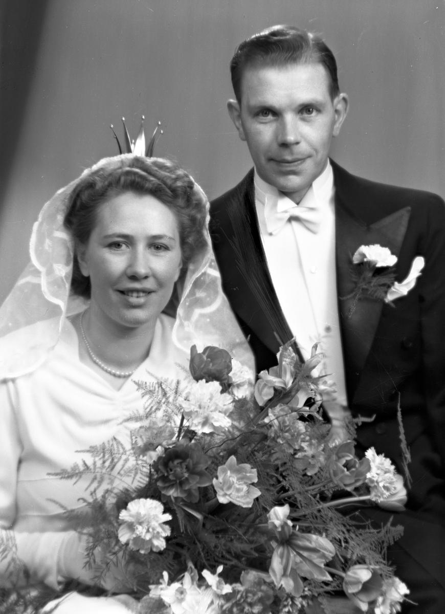 Brudpar Anders Öst, Box 647, Gävle 6. 21 april 1946.