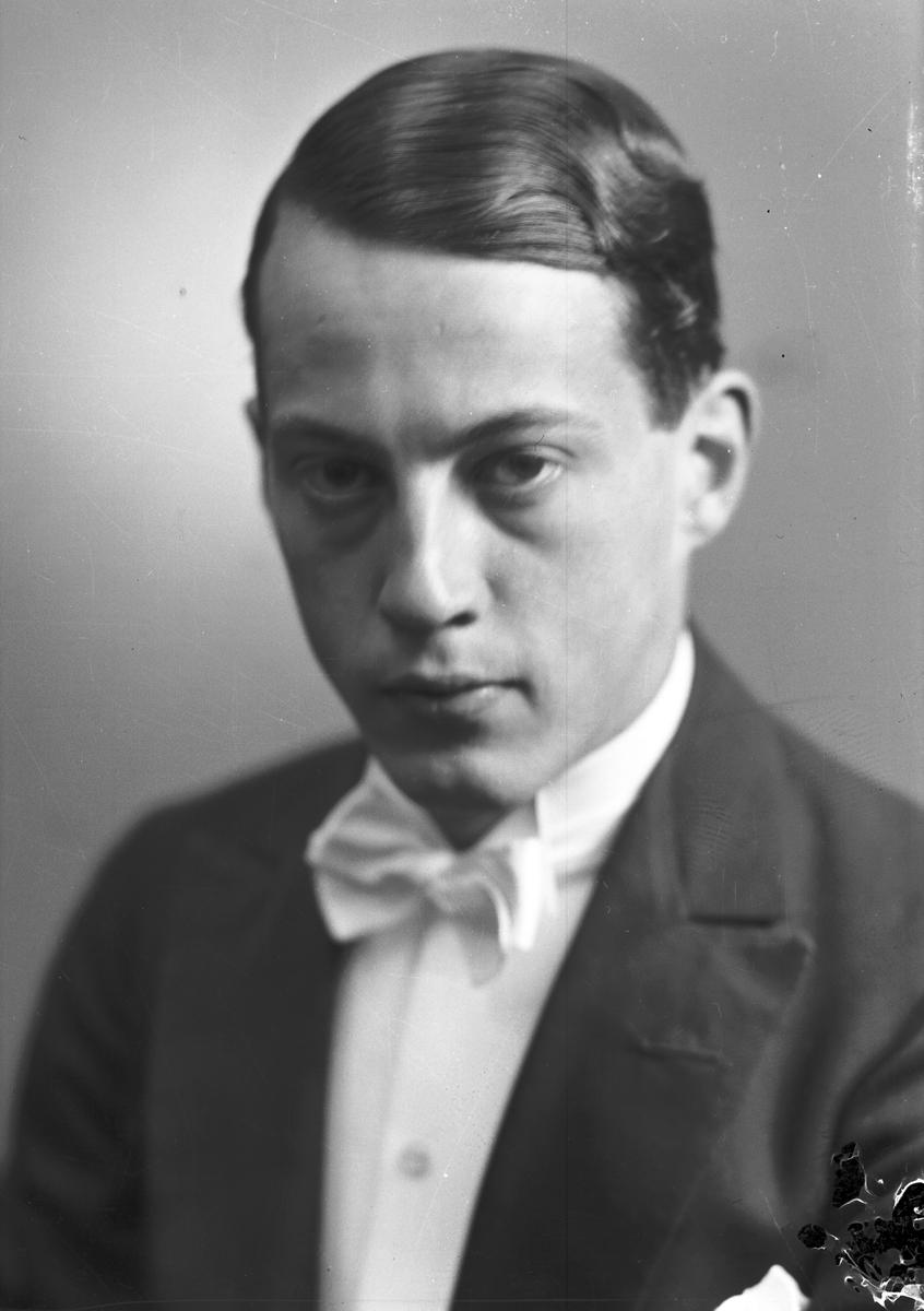 Herr Henry Berg.