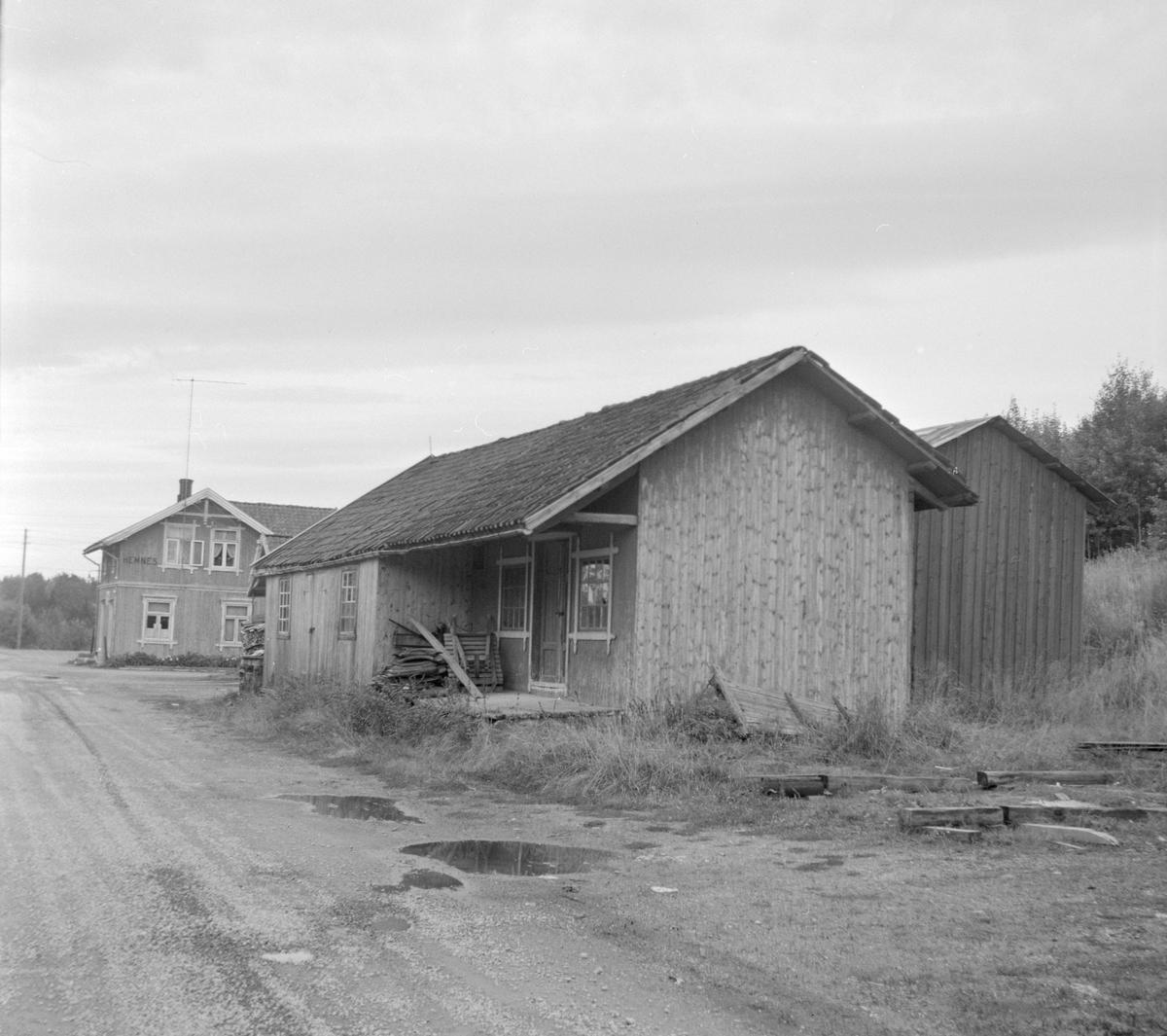 Godshus og stasjonsbygning på Hemnes stasjon på den nedlagte Aurskog-Hølandsbanen.