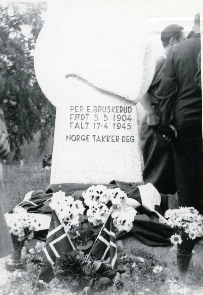 Avduking av minnestein etter Per Bruskerud.