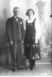 Brudeparet Kristen Lundemo (f. 1904) og Olga Lundemo (f. Kro