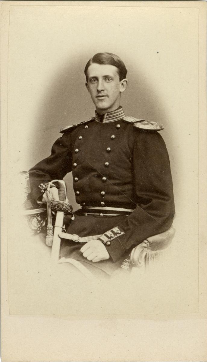 Porträtt av Victor Herman Killander, underlöjtnant vid Smålands grenadjärbataljon I 7. Se även AMA.0007728, AMA.0009781 och AMA.0007794.