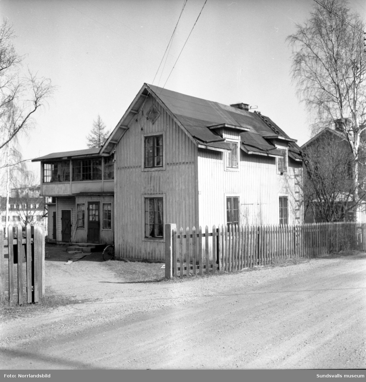 Bostadshus vid Krönvägen 10 i västra Skönsberg, som revs inför bygget av bostadsområdet vid Riddargatan.