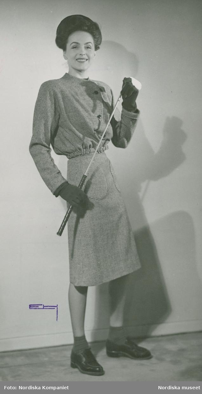 """""""Nytt och nyttig, kjolen är betydelsefull"""". Modellen o skådespelerskan Hjördis Genberg Nivén  i kjol och jacka, handskar och snörskor, med golfklubba i handen. Från Grieder."""