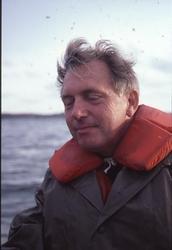 Museichef Carl Cullberg i en båt utanför Lysekil