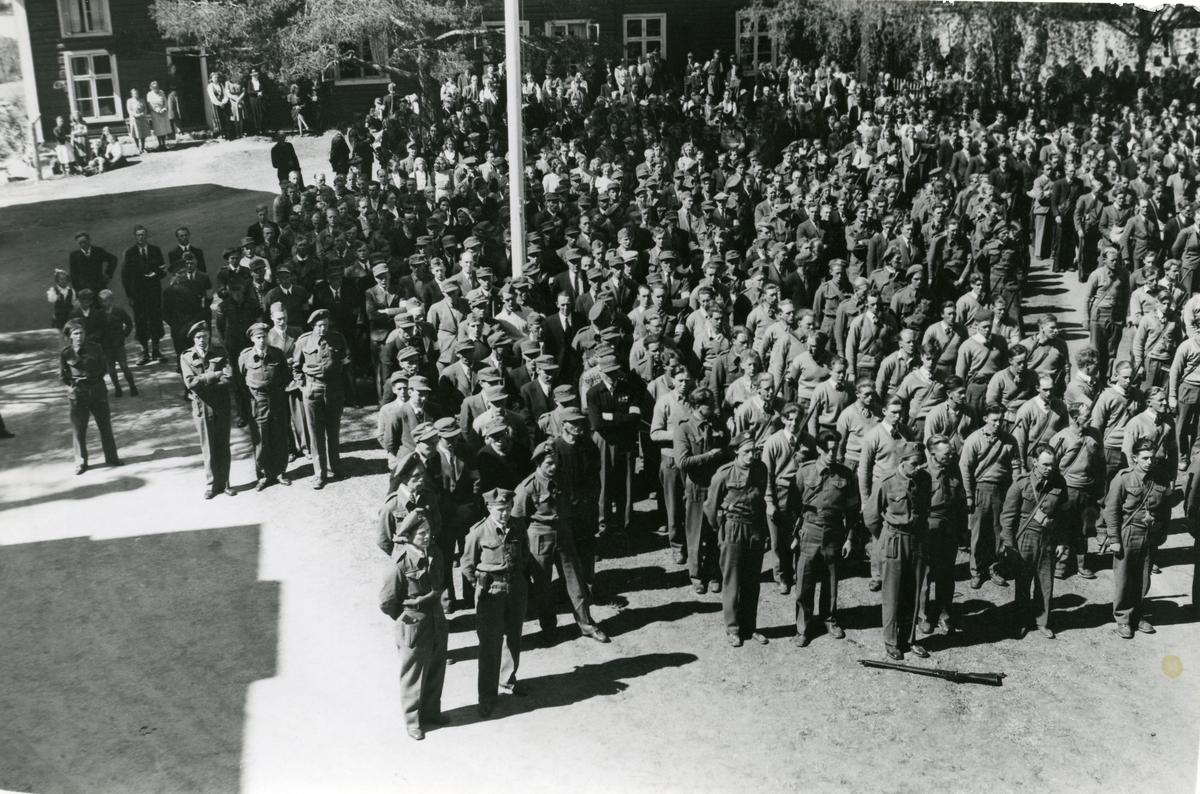 Oppstilling av Heimefronten på Fagernes, pinsa 1945.