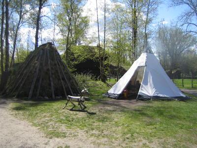 Gamme og telt på Sameplassen på Norsk Folkemuseum