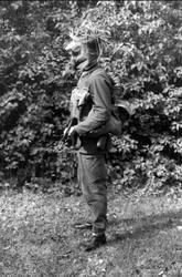 Fältutrustad jägarsoldat, uniform m/59 och AK 4. Samh 11995-
